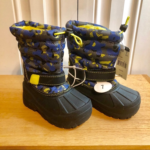 8a44886b87a8 NWT Toddler Boys Boots Size 7